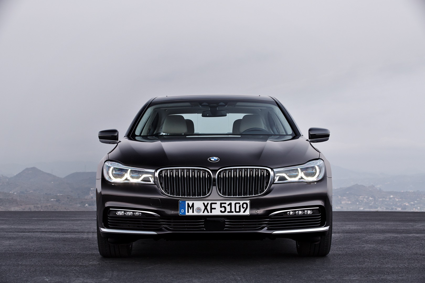 2016-bmw-7-series-finally-officially-unveiled-the-good-stuffs-inside-photo-gallery_10
