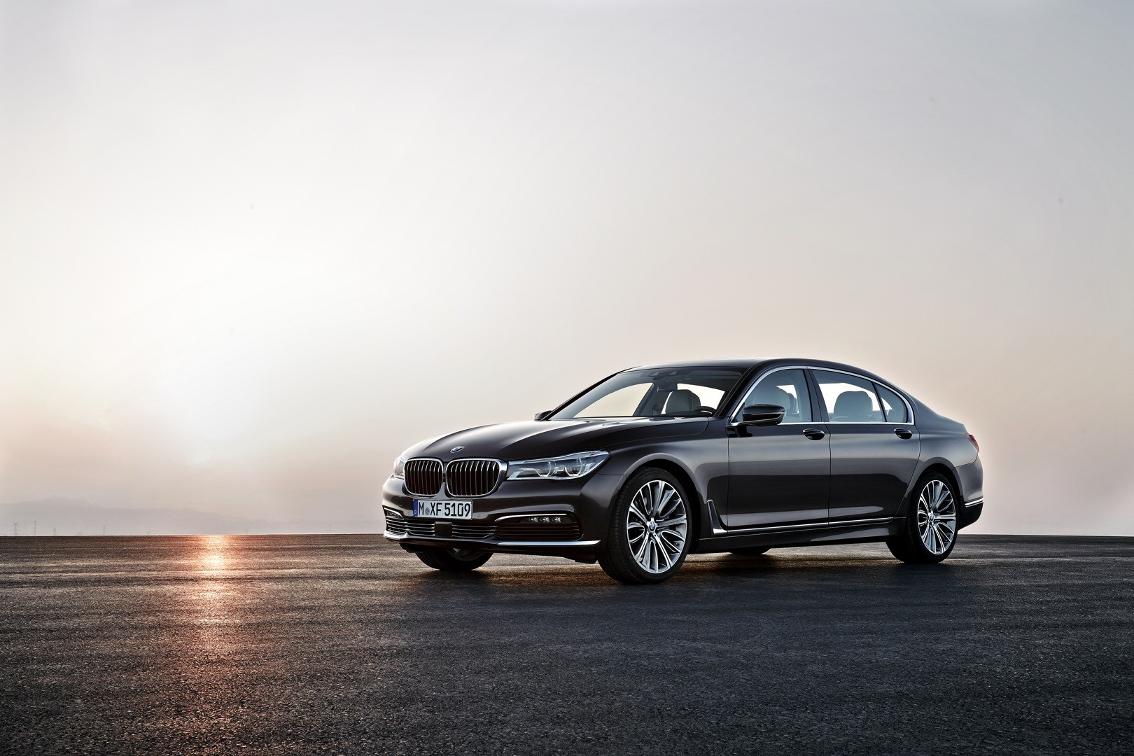2016-bmw-7-series-finally-officially-unveiled-the-good-stuffs-inside-photo-gallery_11