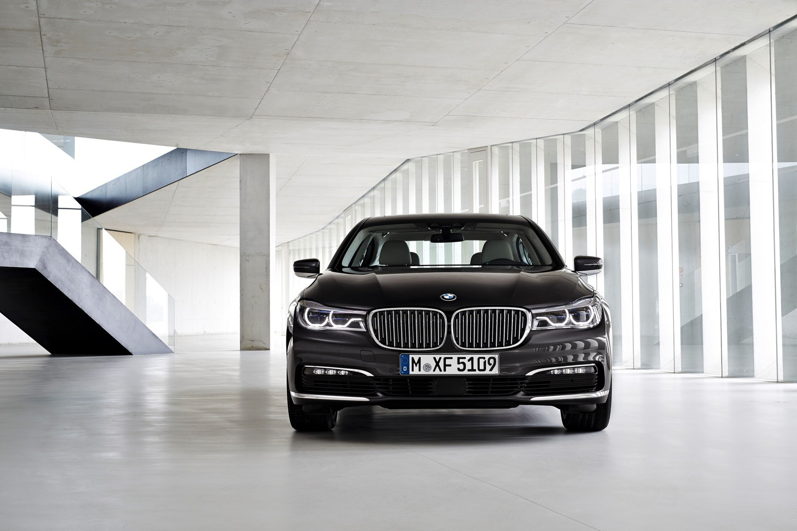 2016-bmw-7-series-finally-officially-unveiled-the-good-stuffs-inside-photo-gallery_20