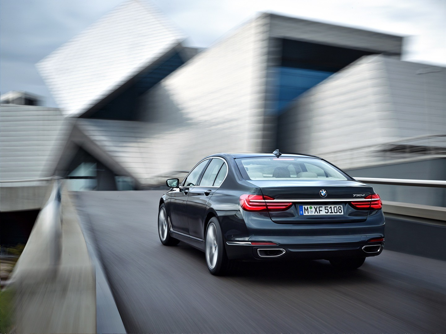 2016-bmw-7-series-finally-officially-unveiled-the-good-stuffs-inside-photo-gallery_5