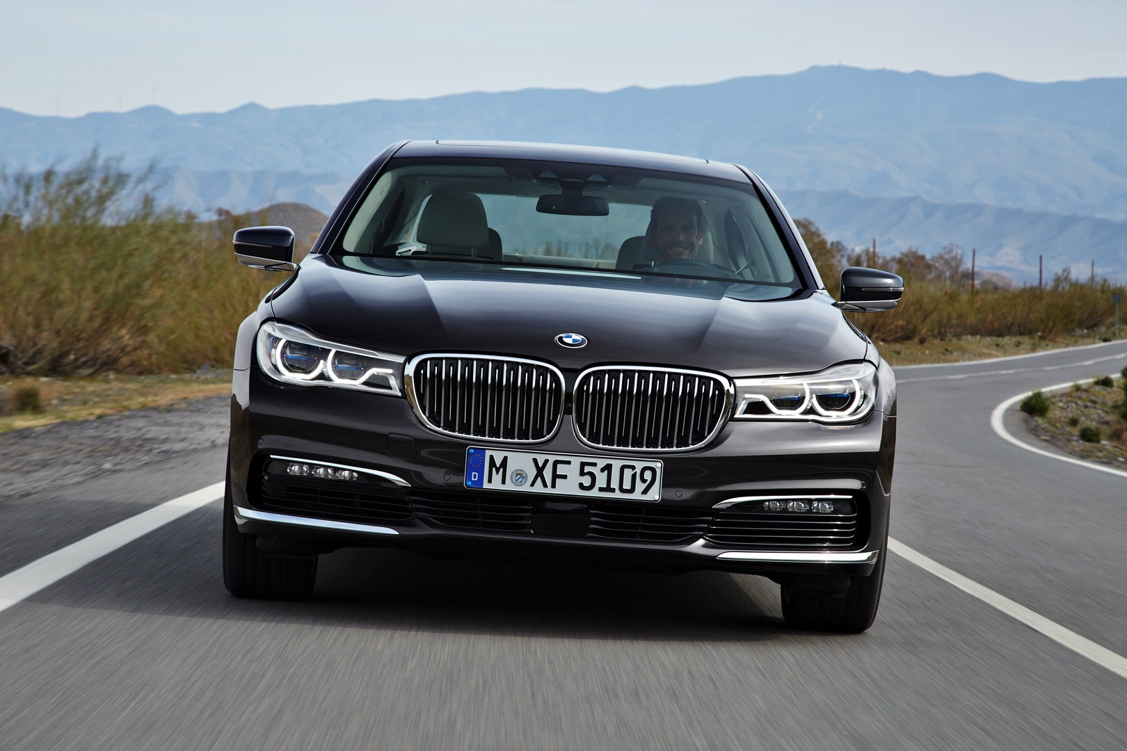 2016-bmw-7-series-finally-officially-unveiled-the-good-stuffs-inside-photo-gallery_7