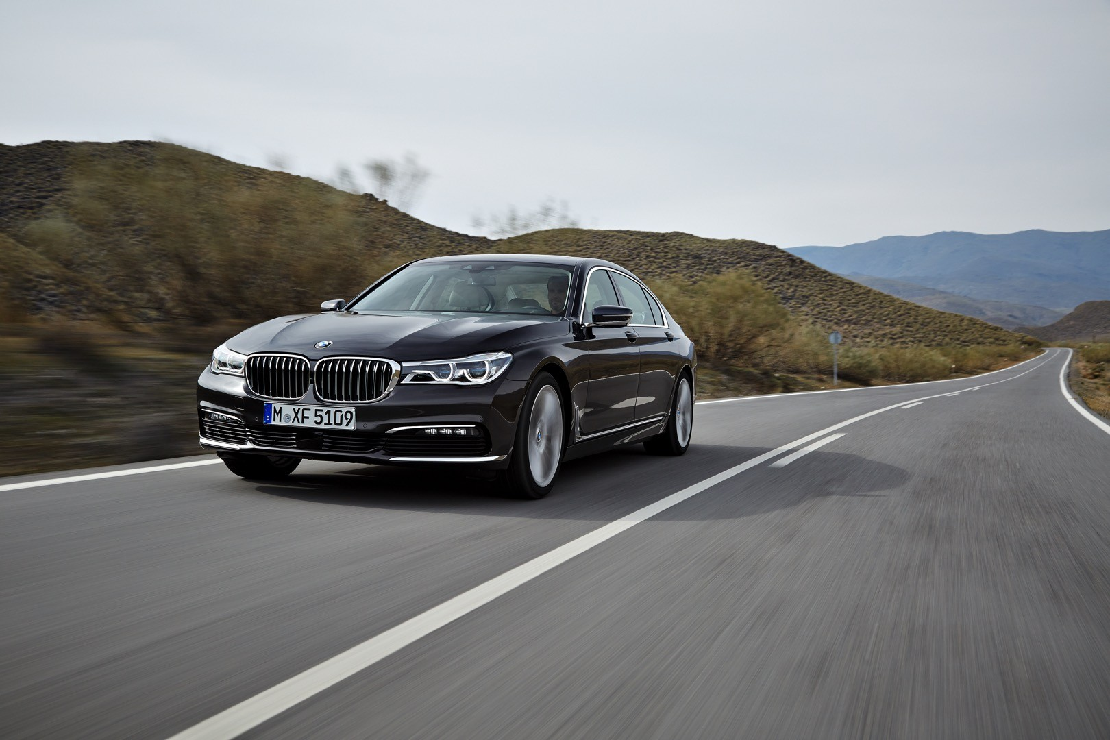 2016-bmw-7-series-finally-officially-unveiled-the-good-stuffs-inside-photo-gallery_8