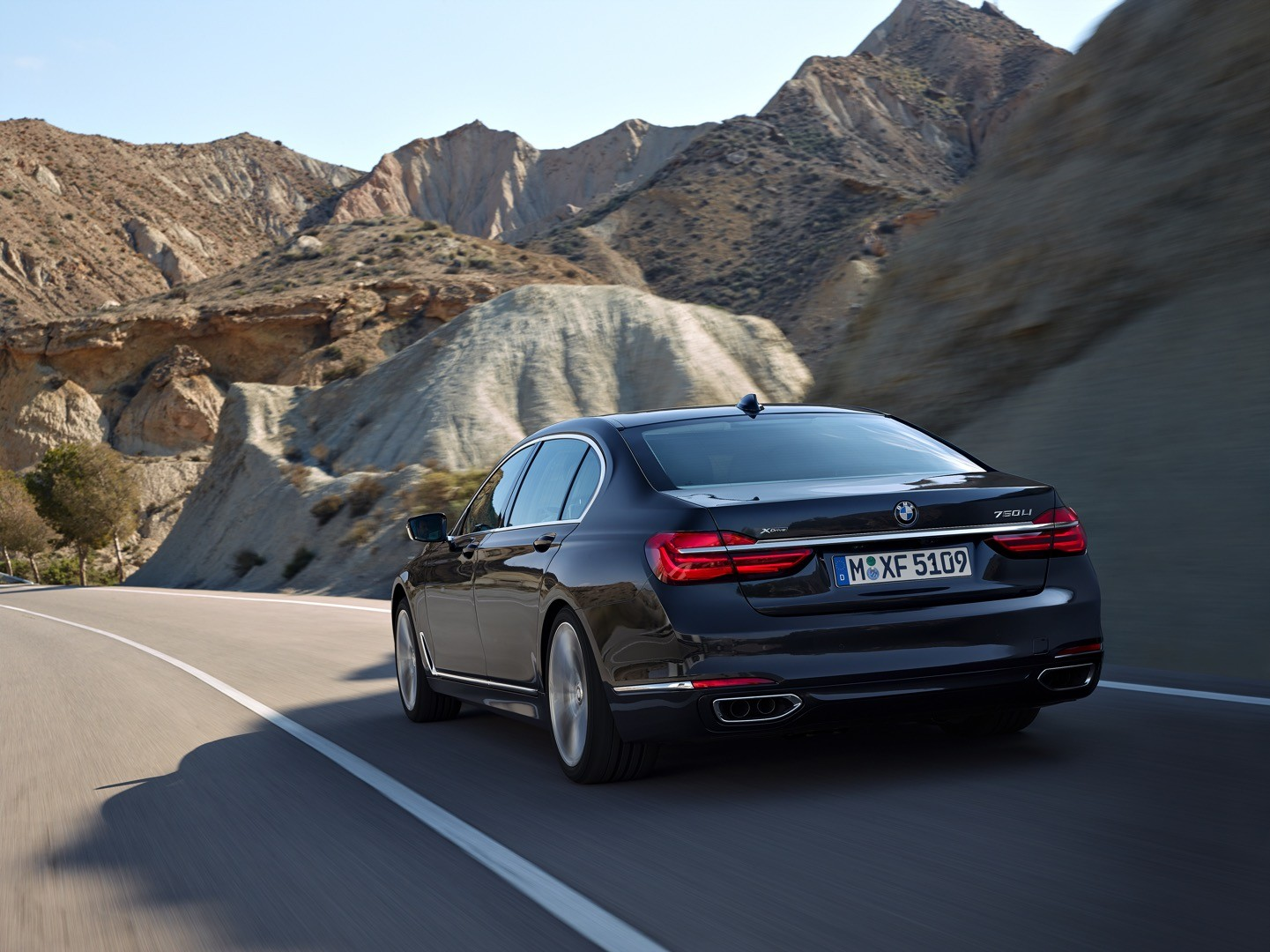 2016-bmw-7-series-finally-officially-unveiled-the-good-stuffs-inside-photo-gallery_9