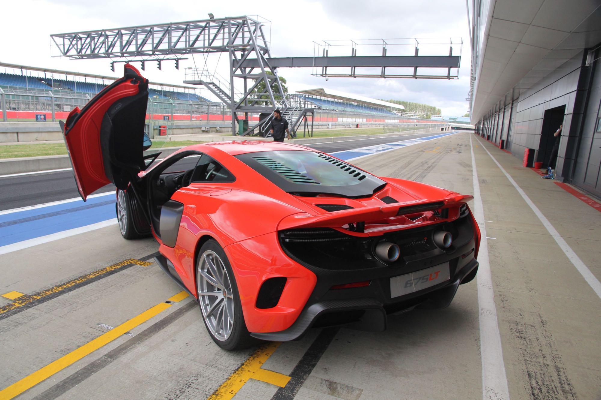McLaren-675LT08