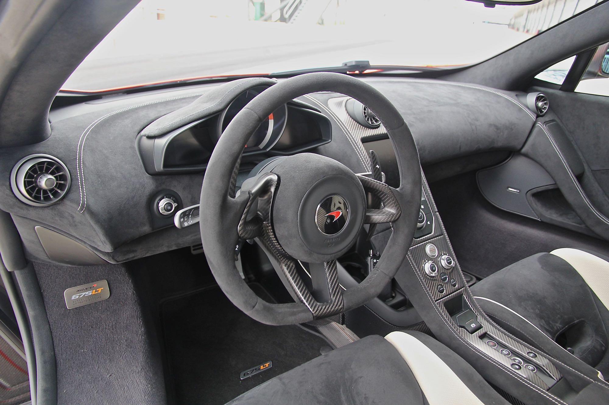 McLaren-675LT09
