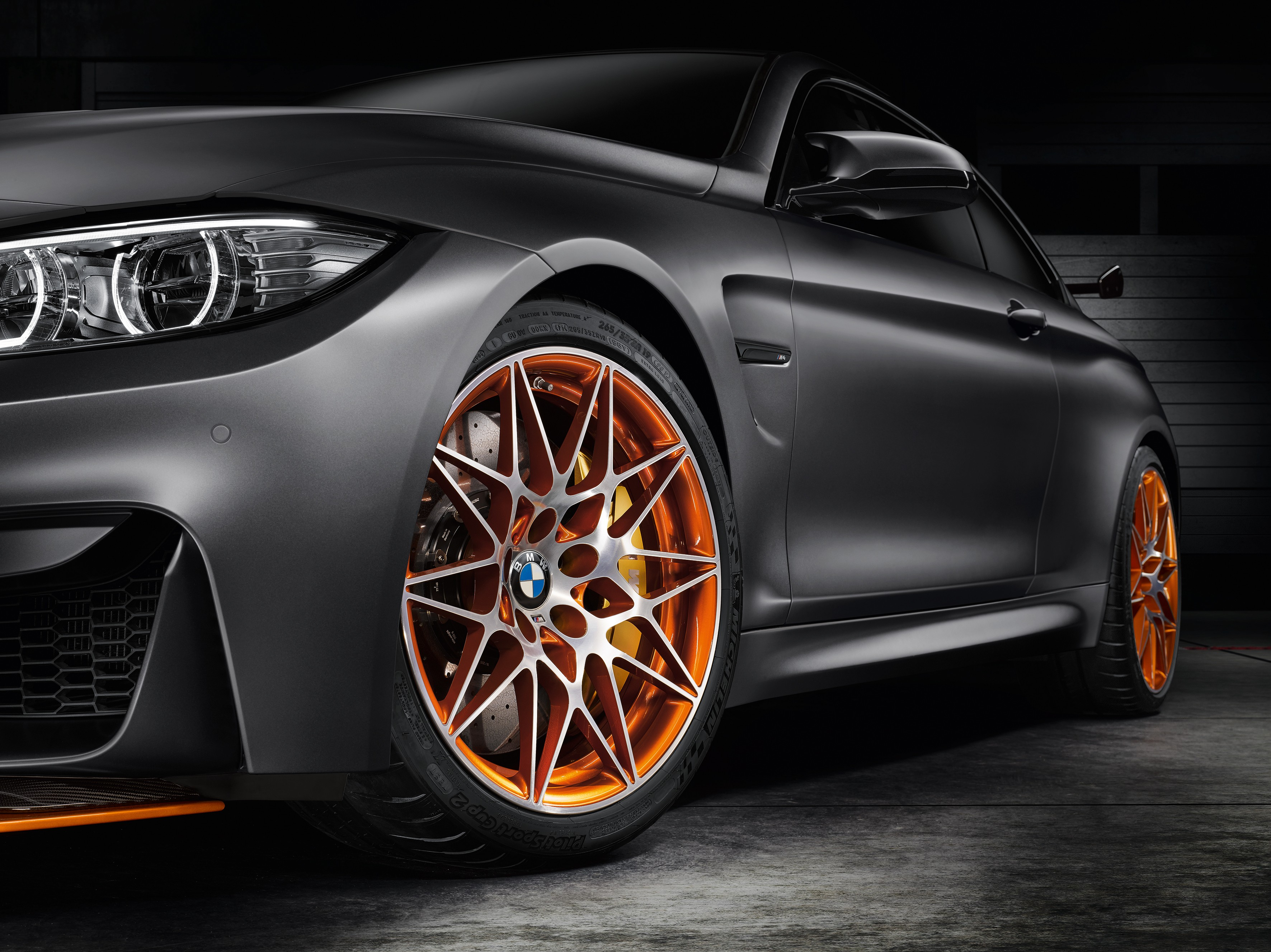 bmw-concept-m4-gts-makes-world-debut-at-pebble-beach-with-oled-lighting-photo-gallery_4